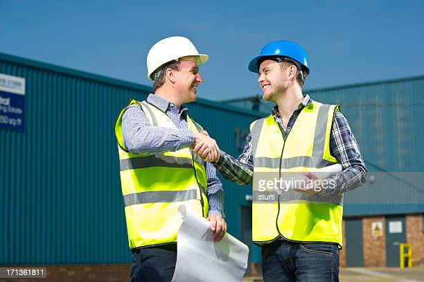 Auftragnehmer Architekten Hände schütteln