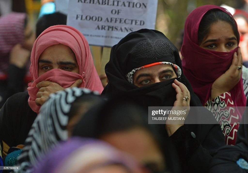 Contractual and daily wage employees of the state government protest for better pay and job security as they take part in a rally in Srinagar on May 1, 2016. Workers from various labour groups took to the streets on the occasion of the International Labour Day which is observed worldwide. / AFP / TAUSEEF