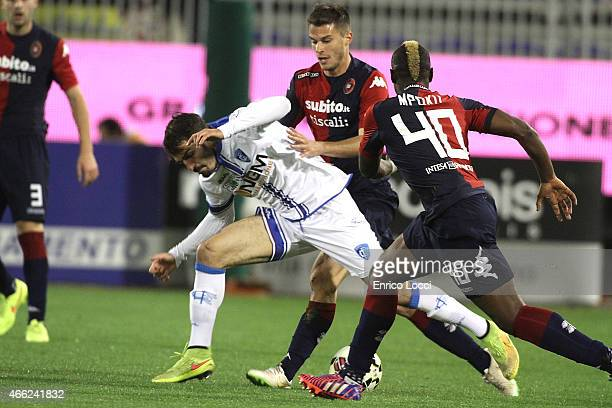 Contrast with Paul Jose Mpoku Lorenzo Crisetig of Cagliari and a player of Empoli during the Serie A match between Cagliari Calcio and Empoli FC at...