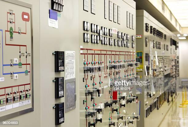コントロールデスクに発電所