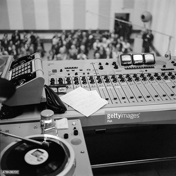 Control room giving to the public of the studio 105 for the radio program ''France Musique receives''