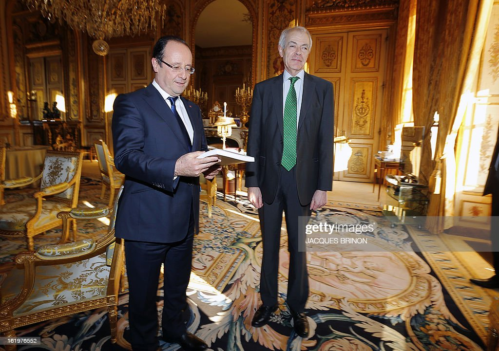 Controller general of Places of Deprivation of Liberty (CGPL) Jean-Marie Delarue (R) speaks with French president Francois Hollande after handing him over his 2012 activities report on February 18, 2013 at the Elysee Presidential palace in Paris. AFP PHOTO POOL JACQUES BRINON