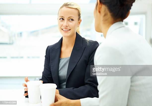 Rencontrer autour d'un café à la clientèle d'affaires