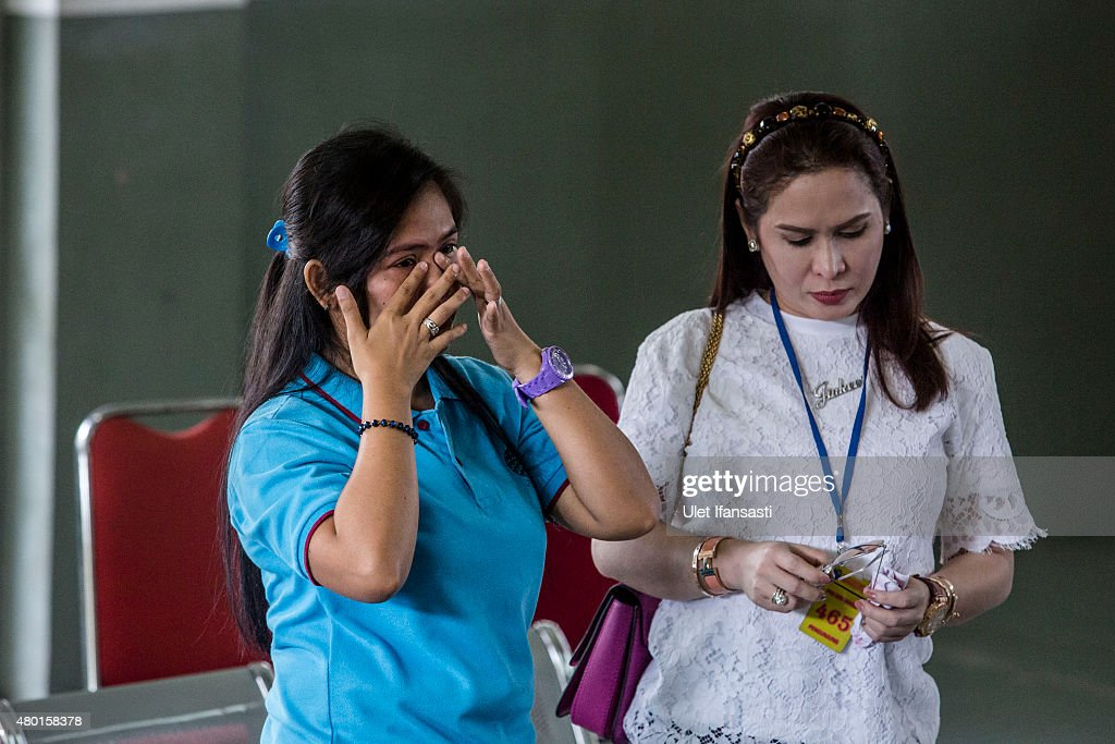 A convicted drug trafficker, <a gi-track='captionPersonalityLinkClicked' href=/galleries/search?phrase=Mary+Jane+Veloso&family=editorial&specificpeople=14315459 ng-click='$event.stopPropagation()'>Mary Jane Veloso</a> of the Philippines (L), cries as meet with Filipino boxing icon Manny Pacquiao and his wife Jinkee at Wirogunan prison on July 10, 2015 in Yogyakarta, Indonesia. Veloso was sentenced to death after being arrested in Adisucipto International Airport in Yogyakarta with 2.6kg of heroin. Pacquiao will meet with Indonesian President Joko Widodo in support of Veloso, who maintains her innocence.