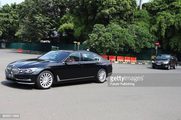 A convoy of vehicles carrying former US President Barack Obama and his family left the Mandarin Oriental Hotel to Halim Perdanakusuma Airport on July...