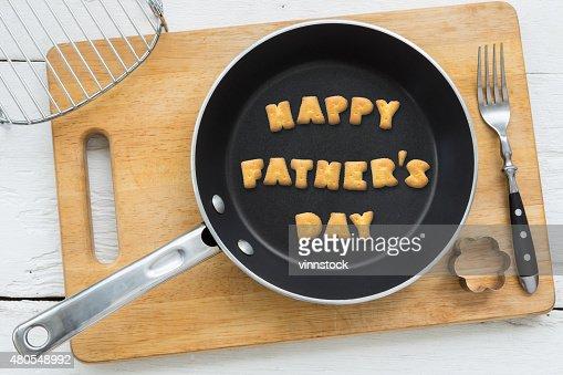 Cookie galletas palabra feliz día del padre en sartén : Foto de stock