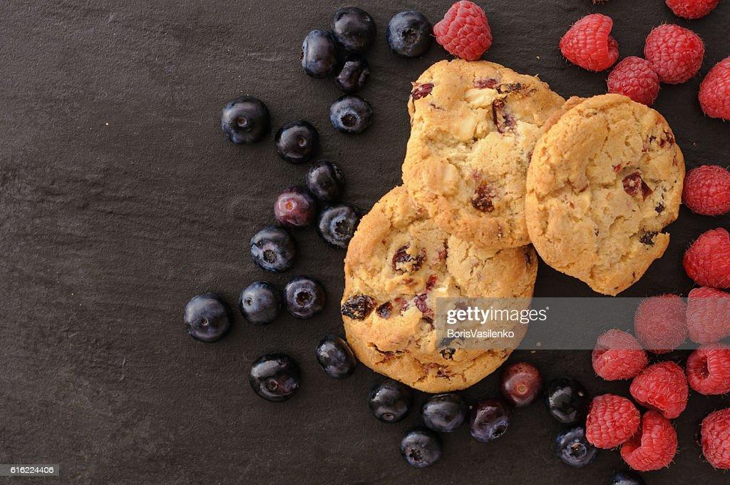 cookies raspberries blueberries : Photo