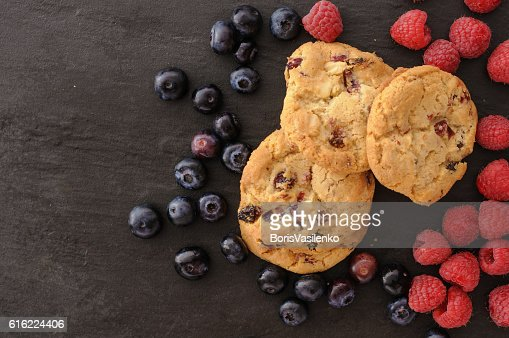 cookies raspberries blueberries : ストックフォト