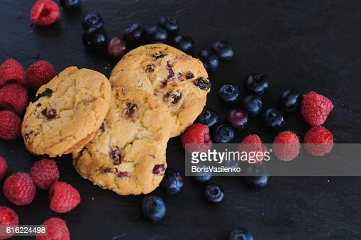 cookies raspberries blueberries : Photo
