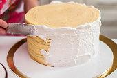Decorating cream cake