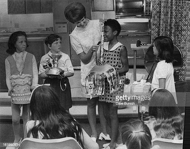 JUL 9 1970 JUL 10 1970 Cooking Cooks Highlight Of Public Service Company's Cooking School Home economist Sandy Chupp announces winners in hatmaking...