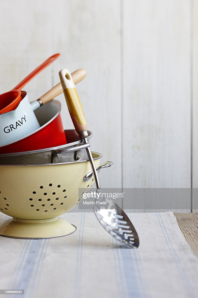 cooking pots and pans and spoon on table : Stock-Foto