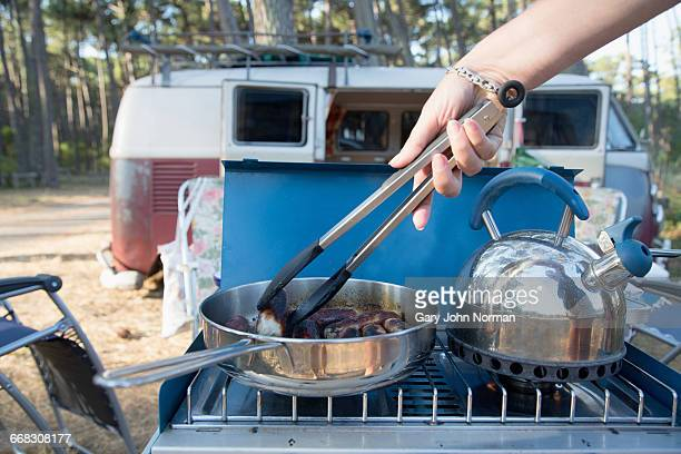 Cooking sausages on gas stove