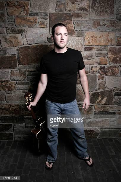 cool guy con guitarra