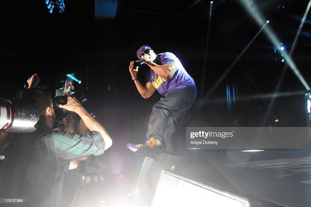 <a gi-track='captionPersonalityLinkClicked' href=/galleries/search?phrase=LL+Cool+J&family=editorial&specificpeople=201567 ng-click='$event.stopPropagation()'>LL Cool J</a> performs on stage at the Kings of the Mic Tour with special guests <a gi-track='captionPersonalityLinkClicked' href=/galleries/search?phrase=LL+Cool+J&family=editorial&specificpeople=201567 ng-click='$event.stopPropagation()'>LL Cool J</a>, Ice Cube, Public Enemy and De La Soul at The Greek Theatre on July 7, 2013 in Los Angeles, California.
