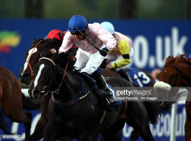Cool MaCavity ridden by Matthew Lawson wins the Green Tick For Better Odds At coralcouk Handicap at Sandown Park Racecourse Esher
