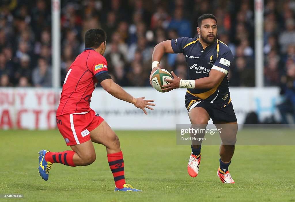 Cooper Vuna of Worcester takes on David Lemi during the Greene King IPA Championship Final 2nd leg match between Worcester Warriors and Bristol at...