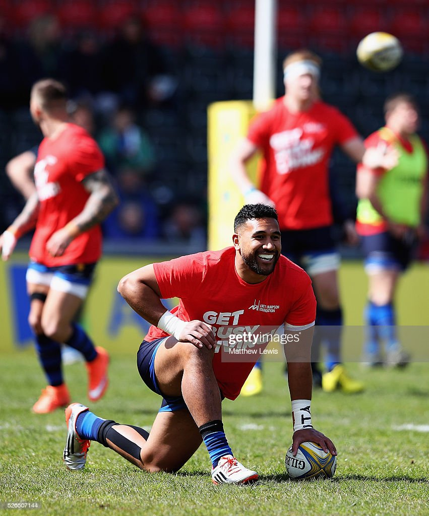 Cooper Vuna of Worcester Warriors shows his support to the Matt Hampson charity by wearing t-shirts during warming up during the Aviva Premiership match between Leicester Tigers and Worcester Warriors at Welford Road on April 30, 2016 in Leicester, England.