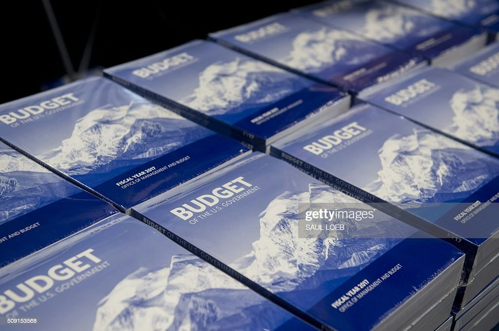Copies of US President Barack Obama's Fiscal Year 2017 budget are distributed by the Senate Budget Committee distributes on Capitol Hill in Washington, DC, February 9, 2016. / AFP / Saul LOEB