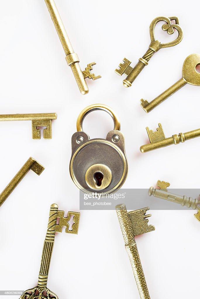 Copper keys and locks : Bildbanksbilder