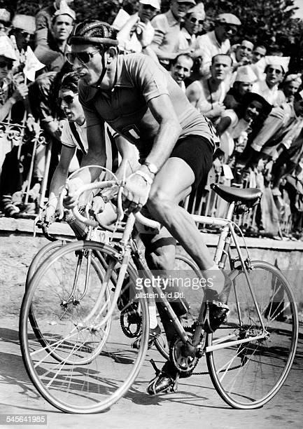 Coppi Fausto *Radrennfahrer Italien'Il Campionissimo' in einem Rennen 1959