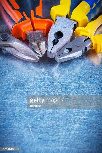 Textfreiraum Bild von tin snips festhalten Greifzange nippers auf : Stock-Foto
