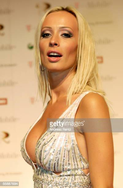 Cora Schumacher attends the Robbie Williams Aftershow at the Kaisersaal on October 9 2005 in Berlin Germany British singer Robbie Williams promote...
