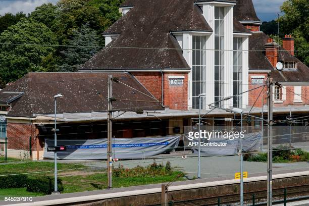 A cordonedoff perimeter set by Gendarmes is pictured on a platform of the railway sation in Noyon northeast of Paris following a shooting on...