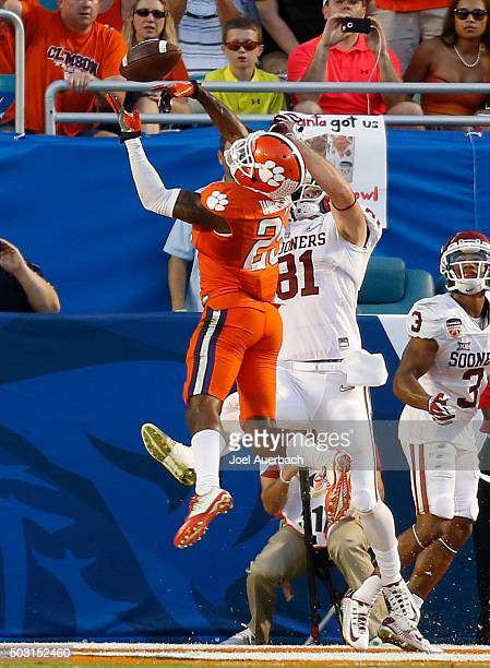 Cordrea Tankersley of the Clemson Tigers breaks up the pass intended for Mark Andrews of the Oklahoma Sooners during the 2015 Capital One Orange Bowl...