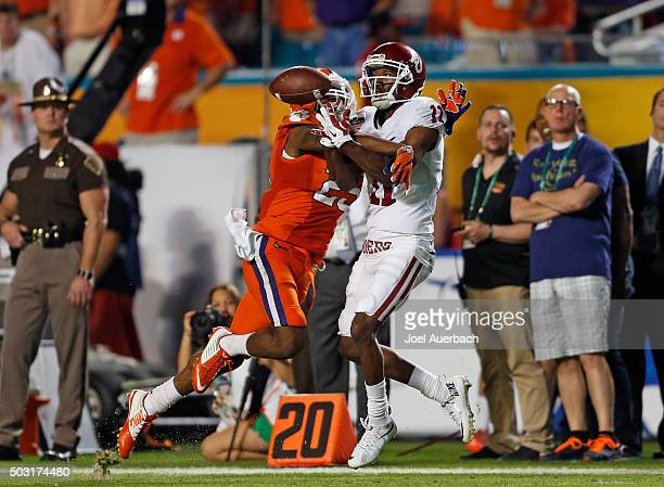 Cordrea Tankersley of the Clemson Tigers breaks up the pass intended for Dede Westbrook of the Oklahoma Sooners during the 2015 Capital One Orange...