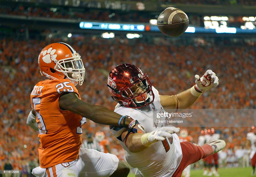 Cordrea Tankersley #25 of the Clemson Tigers defends a pass to Cole Hikutini #18 of the Louisville Cardinals during the second quarter at Memorial Stadium on October 1, 2016 in Clemson, South Carolina.