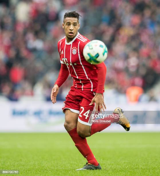 Corentin Tolisso of FC Bayern Muenchen runs with the ball during the Bundesliga match between Hertha BSC and FC Bayern Muenchen at Olympiastadion on...