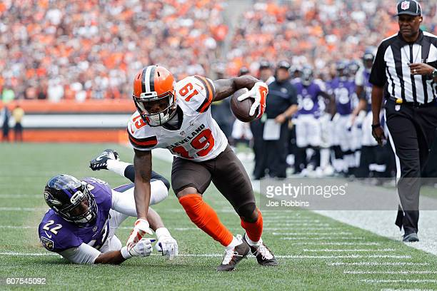 Corey Coleman of the Cleveland Browns breaks a tackle on his way to an 11yard touchdown reception against Jimmy Smith of the Baltimore Ravens in the...