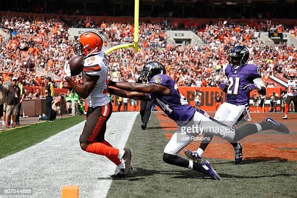 Corey Coleman of the Cleveland Browns makes a 31yard touchdown reception behind Shareece Wright of the Baltimore Ravens in the first quarter at...