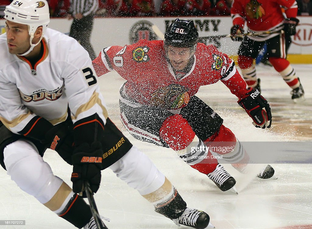 <a gi-track='captionPersonalityLinkClicked' href=/galleries/search?phrase=Corey+Crawford&family=editorial&specificpeople=818935 ng-click='$event.stopPropagation()'>Corey Crawford</a> #50 of the Chicago Blackhawks makes a save against the Anaheim Ducks at the United Center on February 12, 2013 in Chicago, Illinois. The Ducks defeated the Blackhawks 3-2 in a shootout.
