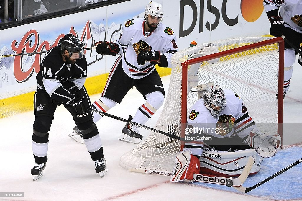 <a gi-track='captionPersonalityLinkClicked' href=/galleries/search?phrase=Corey+Crawford&family=editorial&specificpeople=818935 ng-click='$event.stopPropagation()'>Corey Crawford</a> #50 of the Chicago Blackhawks makes the save against Justin Williams #14 of the Los Angeles Kings in Game Six of the Western Conference Final during the 2014 Stanley Cup Playoffs at Staples Center on May 30, 2014 in Los Angeles, California.