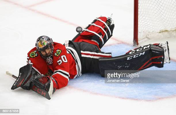 Corey Crawford of the Chicago Blackhawks sprawls to make a save against the Philadelphia Flyers at the United Center on November 1 2017 in Chicago...