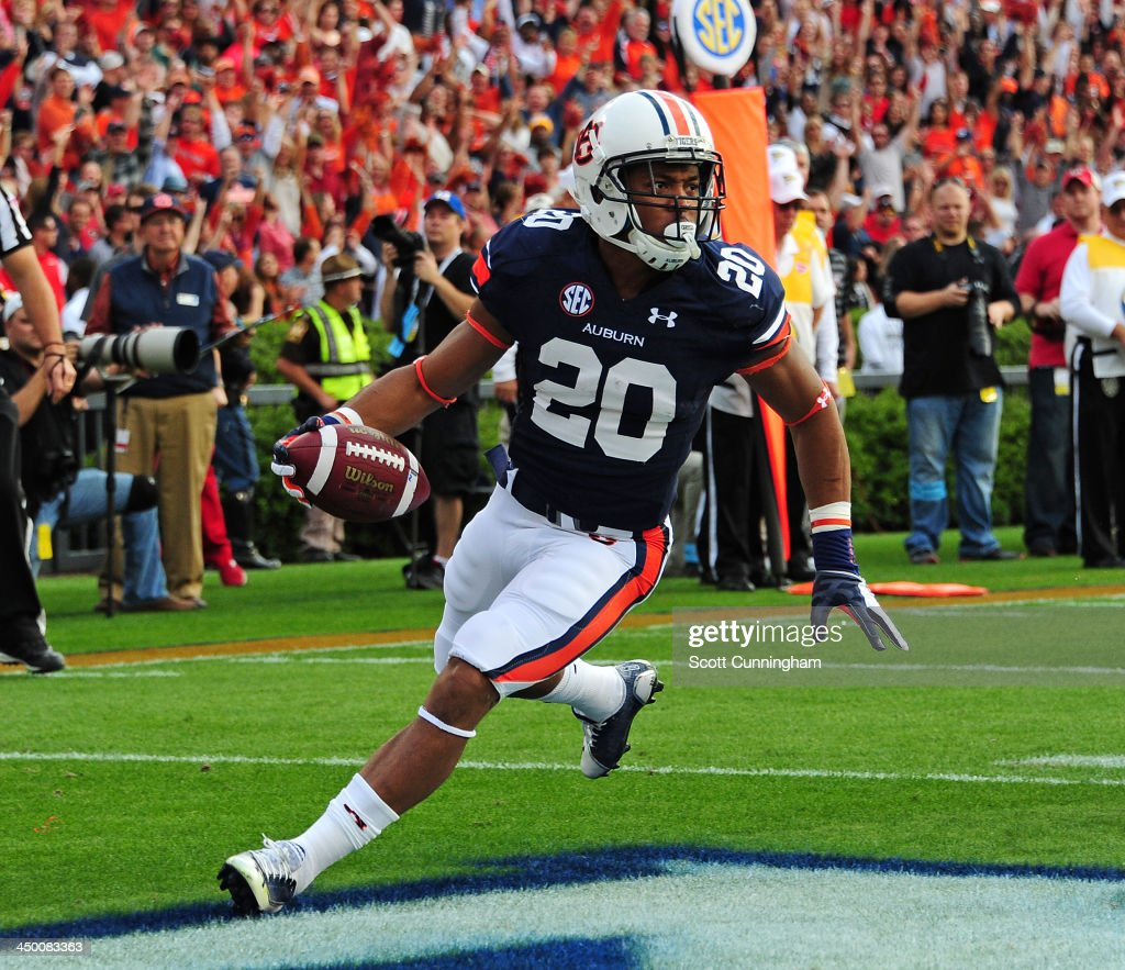 Corey Grant #20 of the Auburn Tigers carries the ball for a touchdown against the Georgia Bulldogs at Jordan-Hare Stadium on November 16, 2013 in Auburn, Alabama.