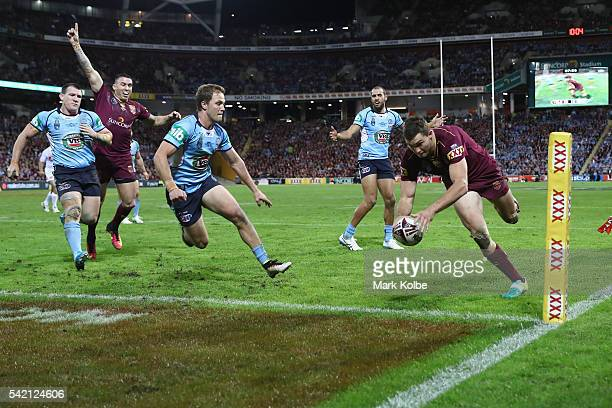 Corey Oates of the Maroons scores try during game two of the State Of Origin series between the Queensland Maroons and the New South Wales Blues at...