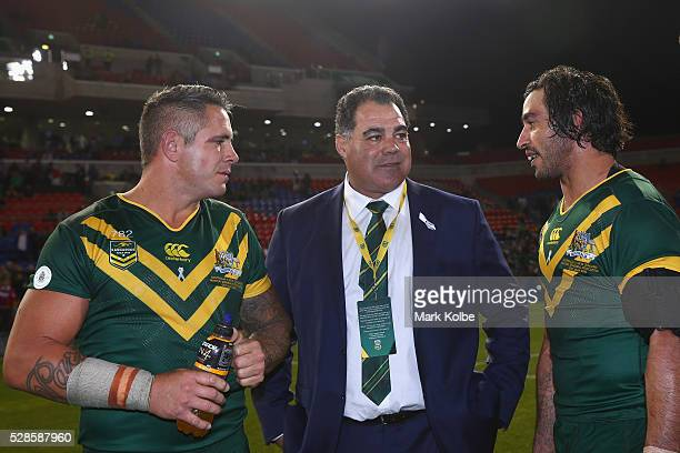 Corey Parker Kangaroos coach Mal Meninga and Johnathan Thurston of the Kanagroos speak after the match during the International Rugby League Trans...