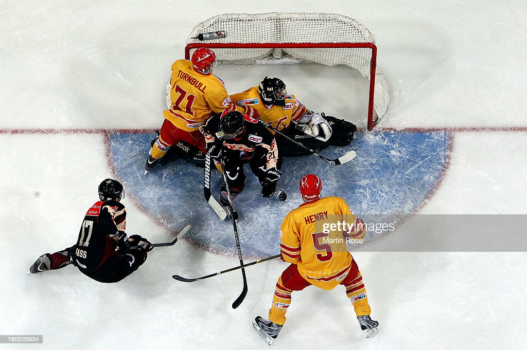 Corey Quirk (#21) of Hannover fails to score over Felix Bick (C), goaltender of Duesseldorf during the DEL match between Hannover Scorpions and Duesseldorfer EG at TUI Arena on February 1, 2013 in Hanover, Germany.