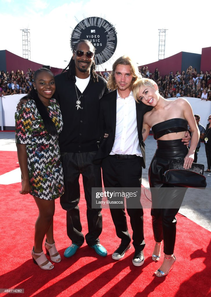 Cori Broadus, rapper <a gi-track='captionPersonalityLinkClicked' href=/galleries/search?phrase=Snoop+Dogg&family=editorial&specificpeople=175943 ng-click='$event.stopPropagation()'>Snoop Dogg</a>, Friend's Place representative <a gi-track='captionPersonalityLinkClicked' href=/galleries/search?phrase=Jesse+Helt&family=editorial&specificpeople=13520546 ng-click='$event.stopPropagation()'>Jesse Helt</a>, and singer <a gi-track='captionPersonalityLinkClicked' href=/galleries/search?phrase=Miley+Cyrus&family=editorial&specificpeople=3973523 ng-click='$event.stopPropagation()'>Miley Cyrus</a> attend the 2014 MTV Video Music Awards at The Forum on August 24, 2014 in Inglewood, California.
