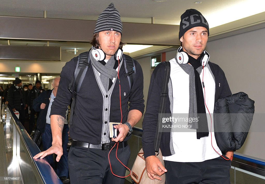 Corinthians football players Cassio (L) and Felipe (R) arrive for the Club World Cup at Narita airport on December 6, 2012. AFP PHOTO / KAZUHIRO NOGI
