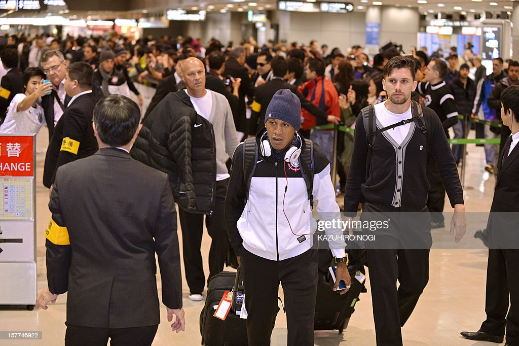 Corinthians football players Edenilson (C), Paulo Andre (R) and their teammates arrive for the Club World Cup at Narita airport on December 6, 2012. AFP PHOTO / KAZUHIRO NOGI