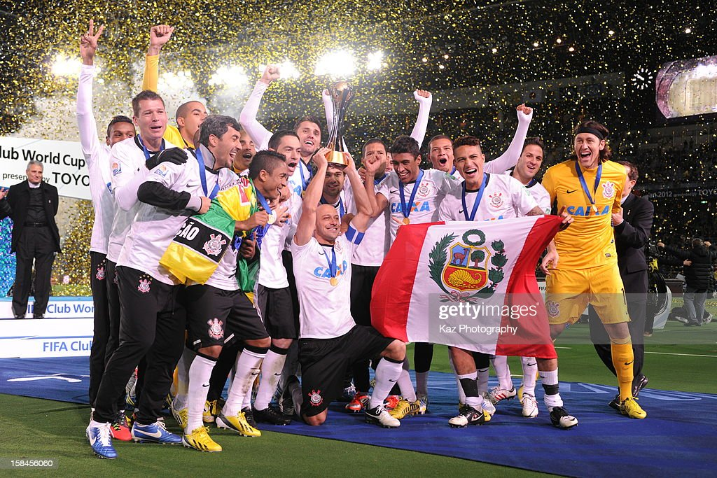 Corinthians players celebrate winning the FIFA Club World Cup Final Match between Corinthians and Chelsea at International Stadium Yokohama on December 16, 2012 in Yokohama, Japan.