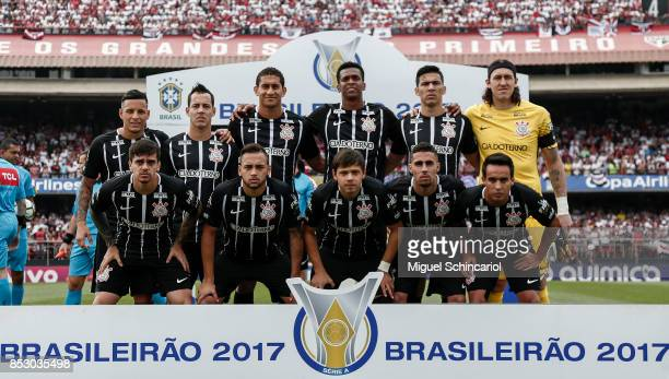 Corinthians team players poses before a match between Sao Paulo and Corinthians for the Brasileirao Series A 2017 at Morumbi Stadium on September 24...