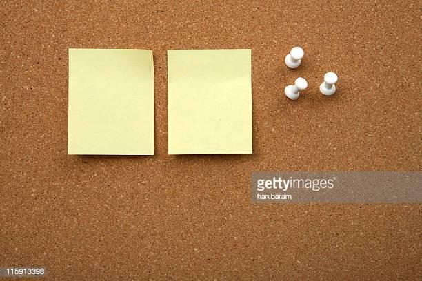 Tableau de liège avec jaune collant noter