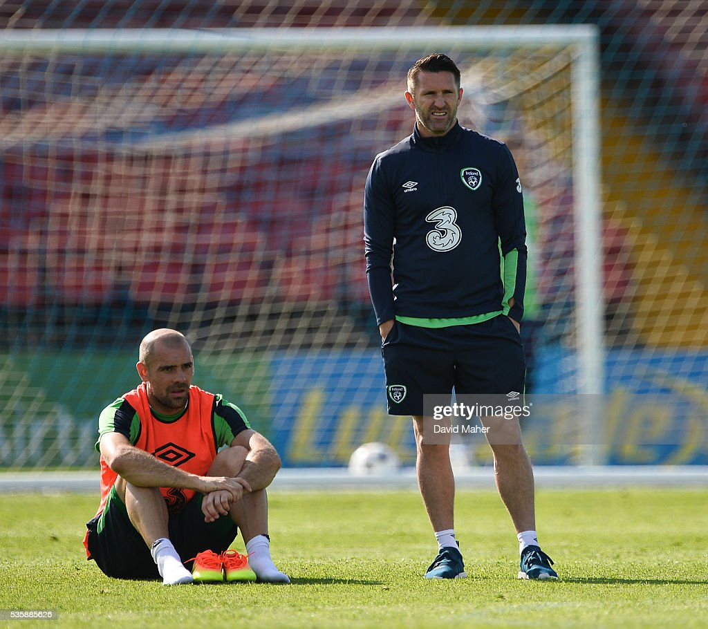 Cork , Ireland - 30 May 2016; Republic of Ireland players <a gi-track='captionPersonalityLinkClicked' href=/galleries/search?phrase=Robbie+Keane&family=editorial&specificpeople=171824 ng-click='$event.stopPropagation()'>Robbie Keane</a>, right, and <a gi-track='captionPersonalityLinkClicked' href=/galleries/search?phrase=Darron+Gibson&family=editorial&specificpeople=744328 ng-click='$event.stopPropagation()'>Darron Gibson</a> during squad training in Turners Cross, Cork.