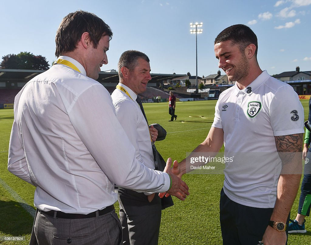 Cork , Ireland - 31 May 2016; <a gi-track='captionPersonalityLinkClicked' href=/galleries/search?phrase=Robbie+Brady&family=editorial&specificpeople=9028769 ng-click='$event.stopPropagation()'>Robbie Brady</a>, right, of Republic of Ireland with former Republic of Ireland Internationals <a gi-track='captionPersonalityLinkClicked' href=/galleries/search?phrase=Kevin+Kilbane&family=editorial&specificpeople=212749 ng-click='$event.stopPropagation()'>Kevin Kilbane</a>, left, and <a gi-track='captionPersonalityLinkClicked' href=/galleries/search?phrase=Denis+Irwin&family=editorial&specificpeople=221637 ng-click='$event.stopPropagation()'>Denis Irwin</a> before the start of the EURO2016 Warm-up International between Republic of Ireland and Belarus in Turners Cross, Cork.