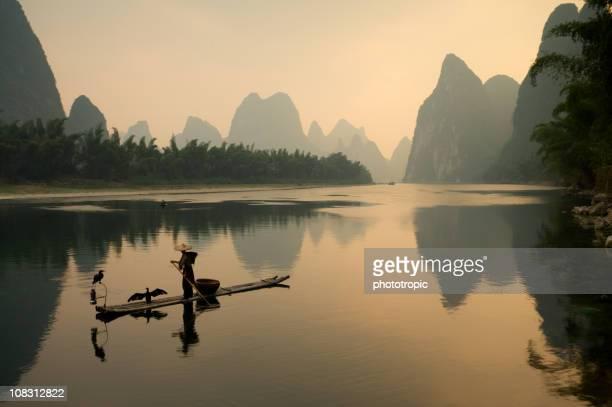 の鵜漁師は、漓江